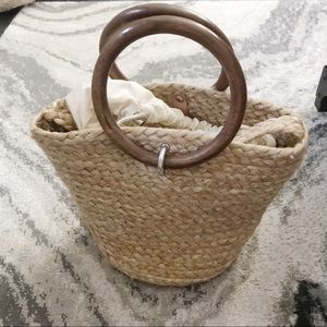 Zara straw tote with wooden handle NWT